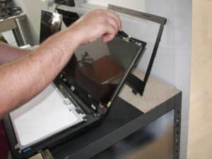 Αντικατάσταση σπασμένης οθόνης σε laptop DELL Inspiron 3542
