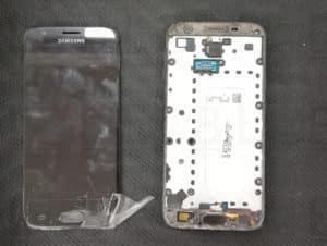 Αντικατάσταση οθόνης σε τηλέφωνο Samsung Galaxy J330 (2017) μαύρο
